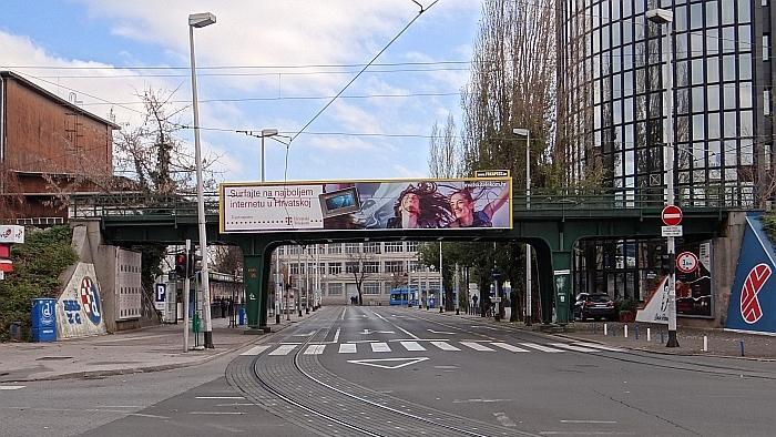 Željeznički nadvožnjak preko Tratinske ulice