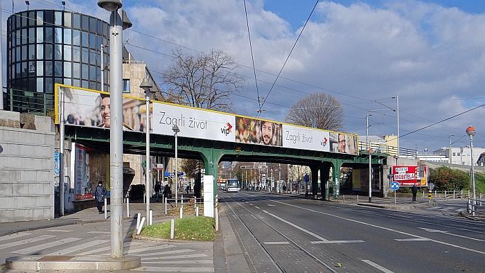 Željeznički nadvožnjak preko Savske ceste kod Koturaške ulice
