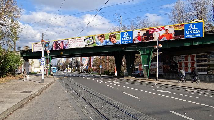 Željeznički nadvožnjak preko Savske ceste na Knežiji