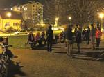 """Sudionici predbožićne šetnje """"trešnjevačkom dijagonalom"""" na odmoru uz Macanovićevu ulicu [GP 2014.]"""