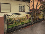 """Ograda u Puljskoj ulici izrađena u maniri """"izlazećeg sunca"""" [GP 2015.]"""
