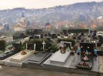 Groblje u Gornjem Vrapču sa župnom crkvom Sv. Barbare u pozadini [VR 2015.]
