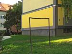 Modificirani ostaci okvira za isprašivanje tepiha u Ribničkoj ulici [GP 2015.]