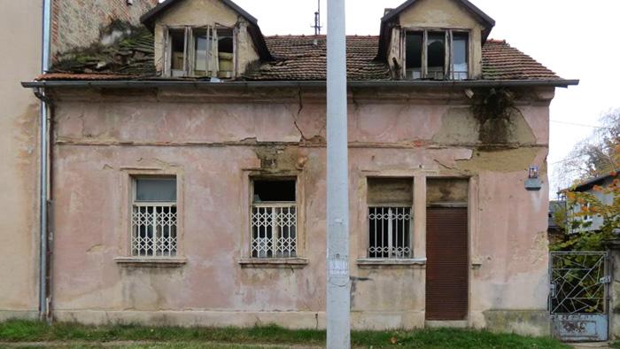 Kuća na Novoj cesti s lokalom zatvorenim roloom [VR 2016.]