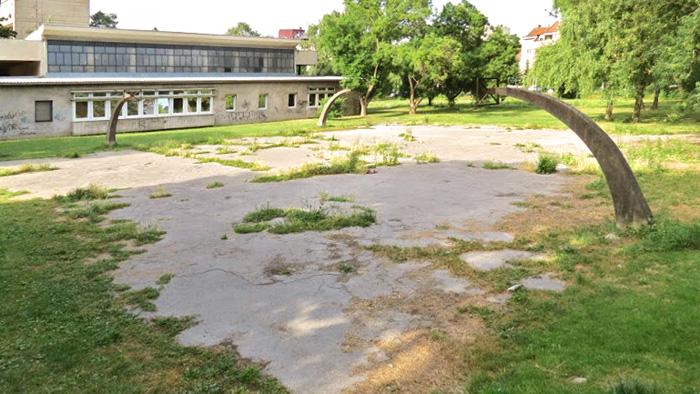 Napušteno i zapušteno košarkaško igralište uz Učiteljski fakultet [VR 2015.]