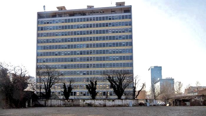 "Potpuno raščišćen teren bivše ""Geofizike"" u Bednjanskoj ulici tik uz zgradu FER-a [VR 2015.]"