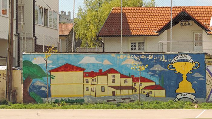 Grafit na zidu igrališta Osnovne škole Horvati [GP 2017.