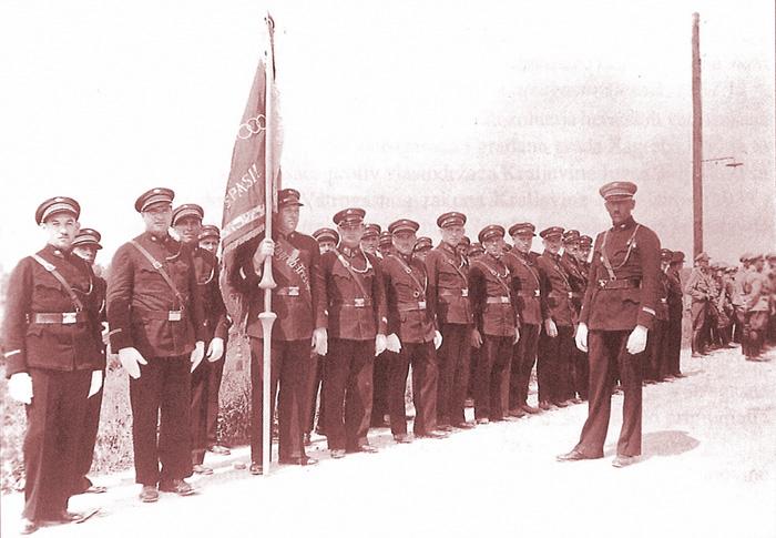 """Vatrogasna jedinica DVD """"Trešnjevka""""; zapovjednik Frano Kumer; 1939. [DVD-T 2000.]"""