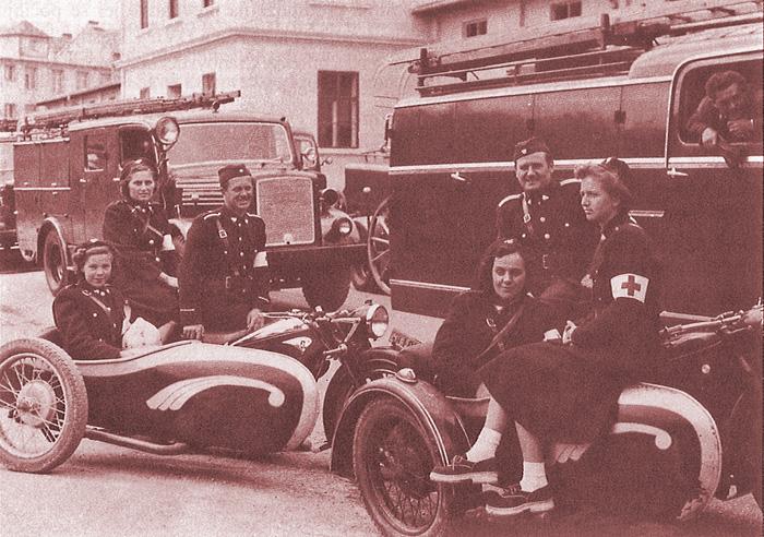 """Sanitetska jedinica DVD """"Trešnjevka""""; 1952. [DVD-T 2000.] Drugi s desna: Marijan Jureša, voditelj"""