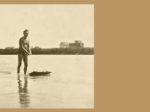 """Odmah posle rata su mnogi """"glisirali"""" na aquaplanu - dasci s dvije špage, jednom za držanje, a drugom zavezanom za klupski splav za metanje i vađenje veslačkih čamaca. Za razliku od skija, s ovim se moglo osim glisiranja i zaroniti i izroniti."""
