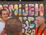 """Sudionici šetnje """"Ugodna šetnjica"""" s Mariom Miličićem pored grafita na Savskoj cesti [GP 2019.]"""