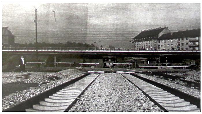 """Iz knjige """"Tramvaj u Zagrebu"""" - Gradnja pruge ispod novosagrađenog nadvožnjaka u Držićevoj ulici ~ 1961. [Trnje]"""