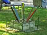 """Simbolička skulptura """"Ekološki cvijet"""" postavljena povodom """"Univerzijade"""" između Hanamanove i Svilajske ulice [GP 2008.]"""