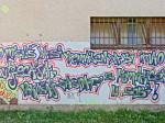 Grafit na zgradi srednjih škola u Dobojskoj ulici [VR 2013.]