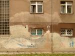 """Izblijedjeli grafit: """"Dosta je toga, toge su nosili Rimljani"""" na Domu umirovljenika Drenovačka [GP 2013.]"""