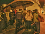 """Sudionici """"Predbožićne trešnjevačke dijagonale"""" kod kućice na prijelazu trase """"Samoborčeka"""" kod Selske ceste [BT 2013.]"""