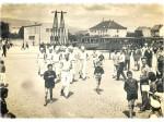 Trčanje štafete radnika obližnje pekare preko Trešnjevačkog trga oko 50-ih (autor nepoznat)