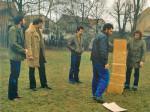 """Slavomir Drinković prilikom postavljanja """"Skulptura otvorenog prostora"""" - Park Veljka Vlahovića 1982."""