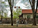 """Pivnica """"Krivi put"""" sa zidnim gelenderom kao parkiralištem za bicikle [GP 2014.]"""