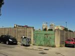 Jugoistočni ugao igrališta NK Trešnjevka sa starim zidom od betonskih blokova [GP 2014.]