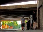 Neuređen prostor Savske ceste ispod Jadranskog mosta sa zapuštenim stajalištima izvangradskih autobusa [GP 2015.]