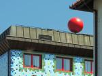 """""""Simbol"""" trešnje na krovu zgrade Kazališta """"Trešnja"""" - pogled iz Mošćeničke ulice [GP 2015.]"""