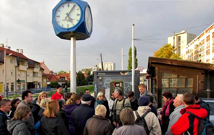 Jedna od šetnji projekta Mapiranje Trešnjevke koja je započela u Ozaljskoj ulici.