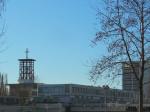 """Proizvodne zgrade """"Ericsson Tesla"""" u Krapinskoj ulici i crkva Sv. Marka Križevčanina u pozadini [GP 2016.]"""