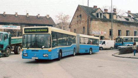 Na autobusnom terminalu Glavni kolodvor, autobus Mercedes O405GN2 gbr504, nedugo nakon uključenja u promet. Snimljeno 19.11.1996., snimio: Nikola Pavić. Preneseno sa web foruma www.autobusi.org .