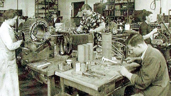 Radionica za izradu namota električnih motora u Siemensu 1938. godine.