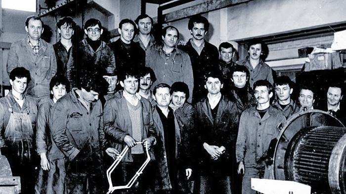 Skupina radnika iz Končareve tvornice Srednji električni strojevi, (oko 1970.)