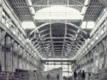 Unutrašnjost glavne lađe D hale Končara na Trešnjevci u izgradnji. U još nedovršenoj zgradi izrađivali su se dijelovi za prve generatore, 1948. godine.