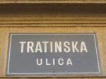 Stara ulična ploča sa natpisom imena ulice (srećom) zaostala nakon uvođenja ploča novoga dizajna 2015. [VR 2020.]