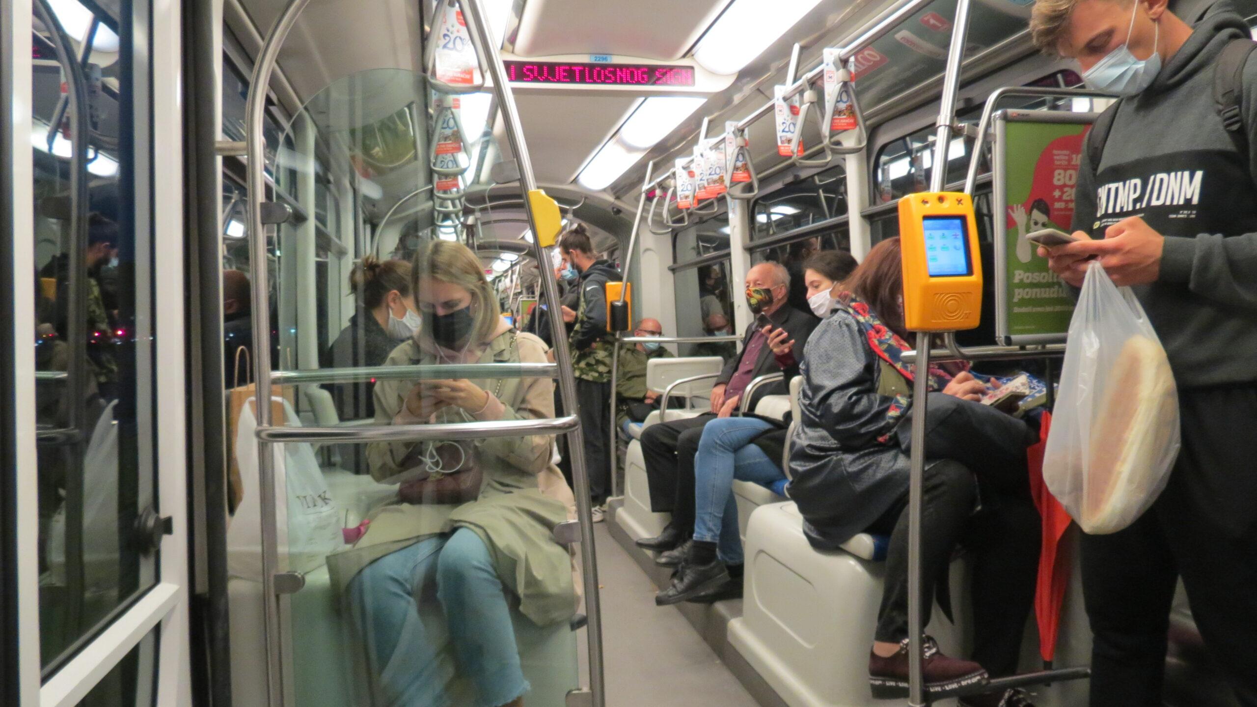 Vožnja tramvajem broj 17 u vrijeme strogih epidemioloških mjera na dan 12.10.2020. [VR 2020.]