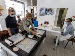 U Hrvatskom likovnom društvu održana je radionica keramičarke Mirjane Marenić te izložba slikarice Višnjice Kruhak Štefić, uz razgovor sa autoricom [LM 2020.]