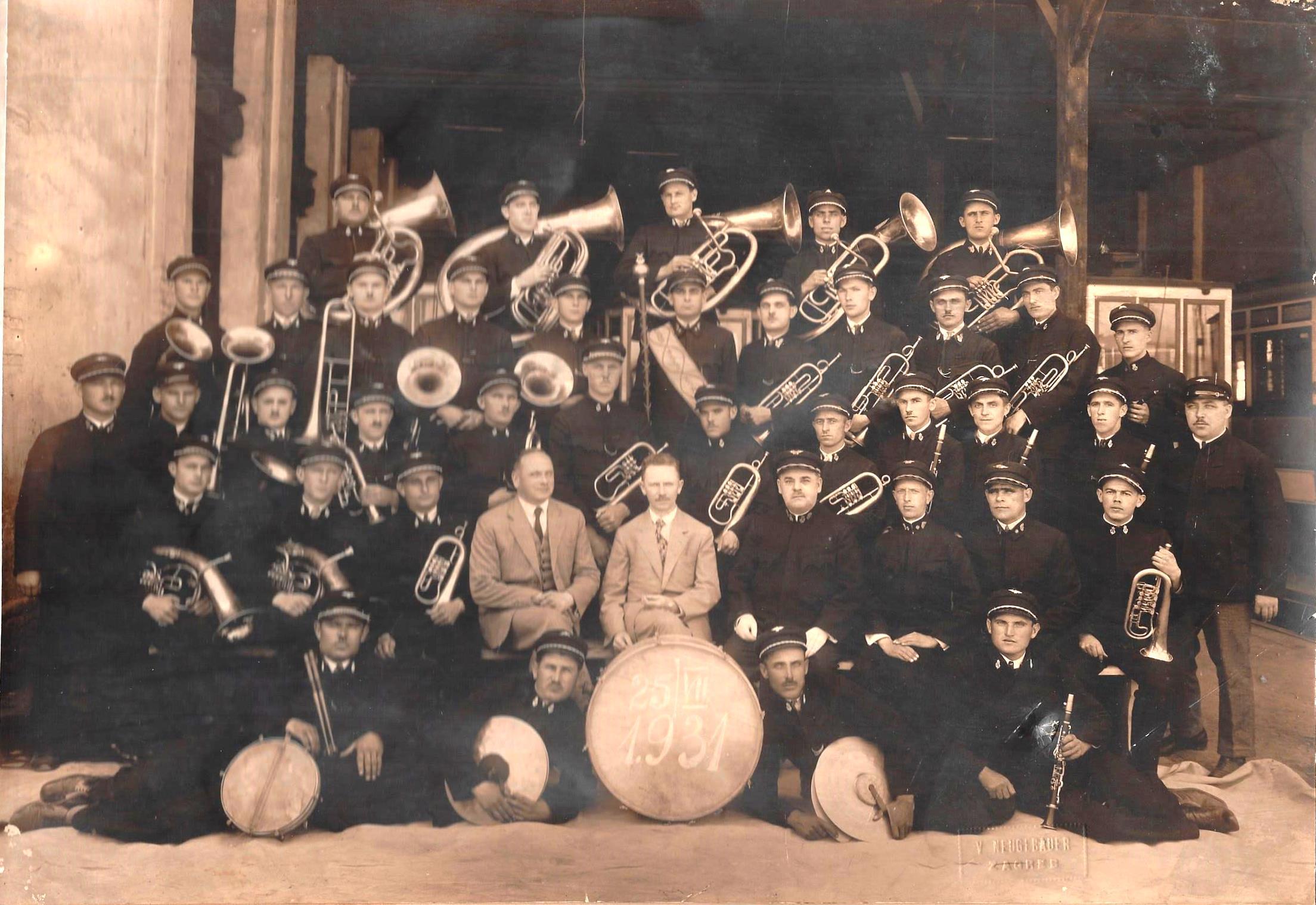 Tramvajska glazba, u sredini ing. Košak, ravnatelj ZET-a, snimljeno 25.07.1931. [ZO 1931.]
