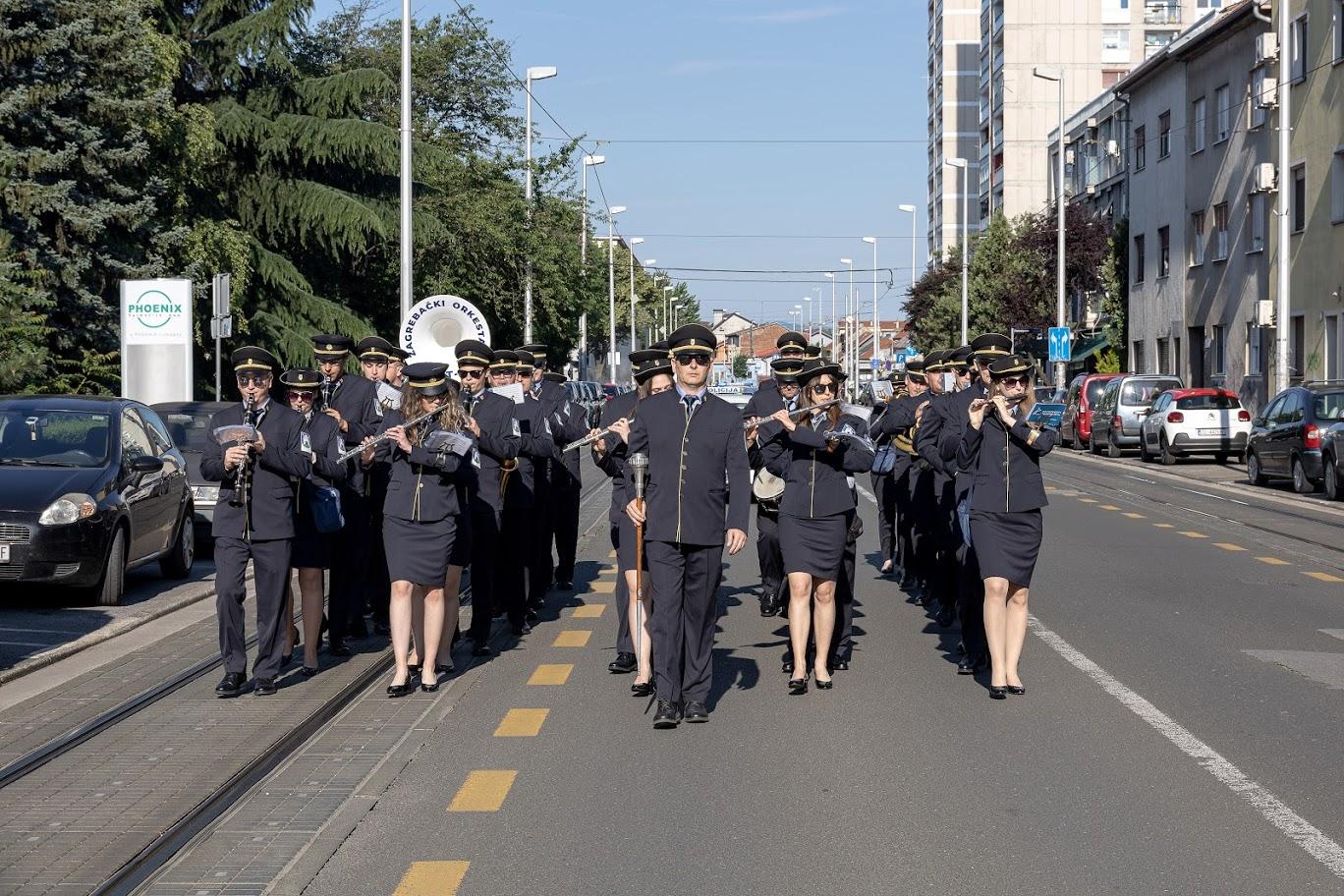 Mimohod Zagrebačkog orkestra ZET-a po Ozaljskoj ulici na početku programa [LM 2021.]