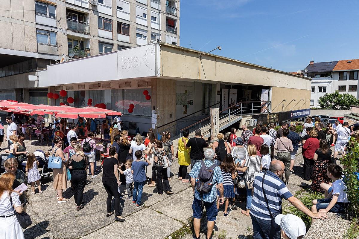 Okupljeni gledaoci pred nastup učenika Osnovne glazbene škole Rudolfa Matza na Remizi [LM 2021.]