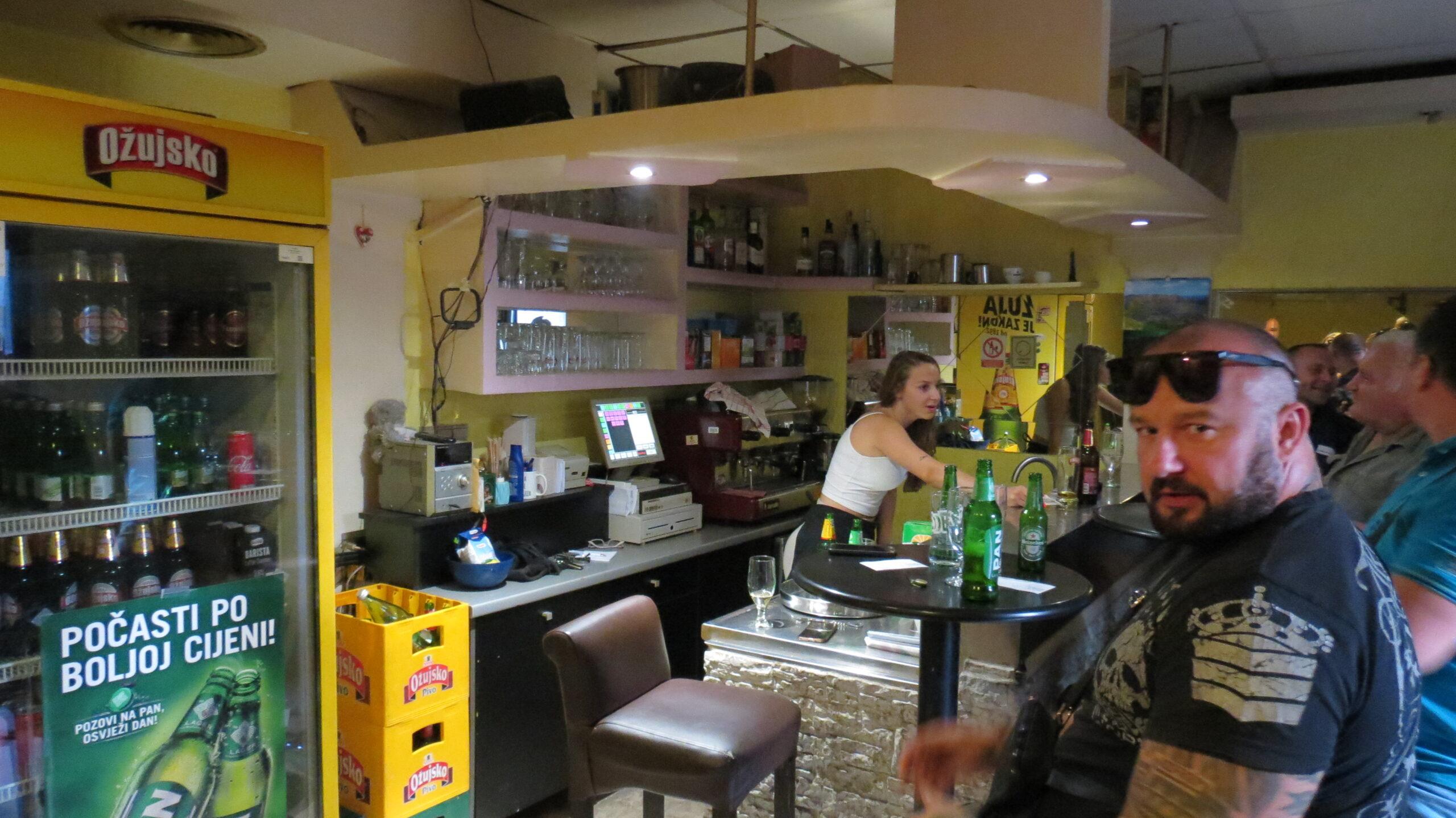 Za posjeta caffe baru